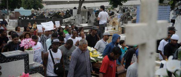 enterro_rj_jovens01122015_012-620x264
