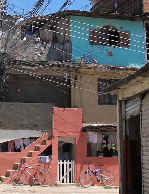 Bicicletas, uso de transporte coletivo e proximidade ao trabalho são tradições nas favelas cariocas